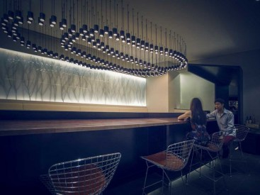Creating the relaxed atmosphere of a bar by bringing together elements of art, humor and fantasy